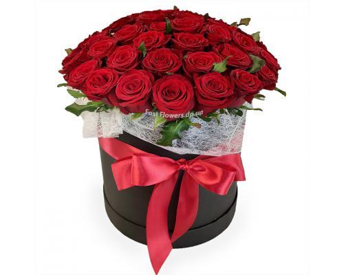 Круглая коробка с 51 красной розой Сорт Престиж