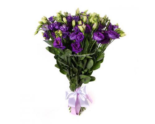Фиолетовая эустома в букете