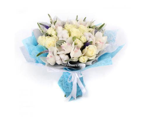 """Букет """"за облаками"""" из орхидей и роз и вероники"""