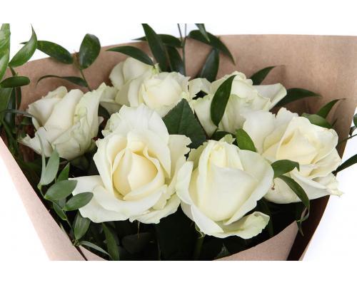 Букет из 7 белых роз аваланч