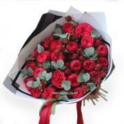 Букет з 19 червоних піоновідних троянд