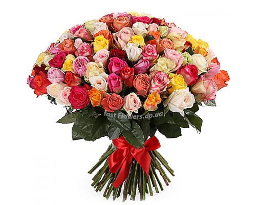 101 різнокольорова троянда в букеті