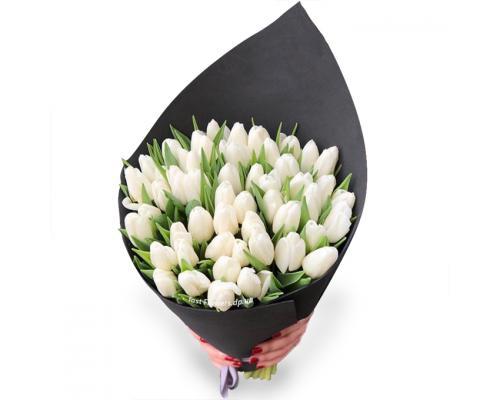 Дизайн букет из 51 белого тюльпана